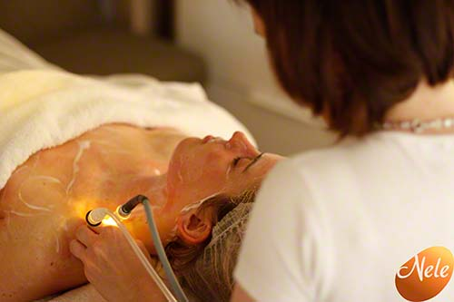 Oosterseƒƒ lymfedrainage met chromatherapie