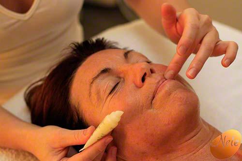 Aanbrengen van lippencrème