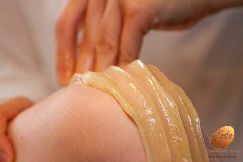 wellness-esthetiek-nele-gistel-epilatie-knieen-met-suiker-suikerepilatie-sugaring-epilatie-met-de-unieke-pandhys-suikerpasta-3