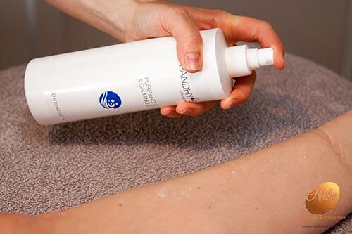 wellness-esthetiek-nele-gistel-epilatie-onderbenen-met-suiker-suikerepilatie-sugaring-reiniging-van-de-huid-met-pandhys-purifying-and-calming-lotion