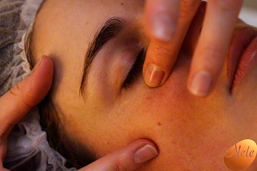 Aanbrengen van oogserum en oogcrème