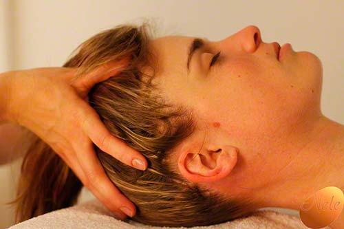 Ontspannende hoofdhuidmassage met etherische oliën