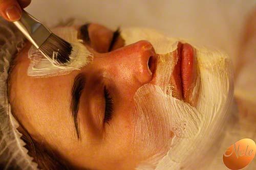 Verzorgend kleimasker met chromatherapie