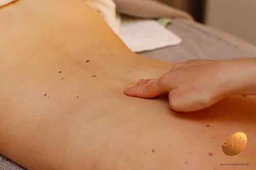 wellness-esthetiek-nele-gistel-phyto-5-ontspannende-energetische-massage-massage-van-de-rug-schouders-en-nek